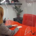 Zaštitna pregrada od pleksiglasa sa MN logom